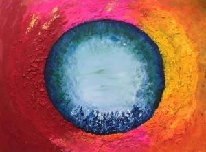 målning med blå cirkel med röd, rosa, gul och guldfärg runtomkring.
